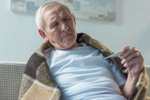 冬季疾病易高发,中老年人要防住3种疾病,保障健康长寿