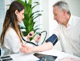 """老年人出现这个症状,要警惕""""假性高血压"""",别被忽悠了"""
