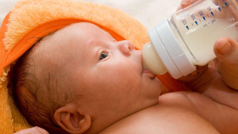 宝宝干呕的原因