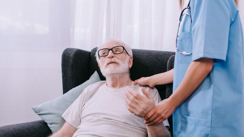 七旬老伯患心疾千里求医,专家妙手换心,这例心脏移植术国际少有