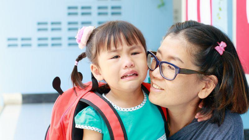 孩子歪嘴哭,或是得了这一奇怪的病,别总以为是委屈和面瘫