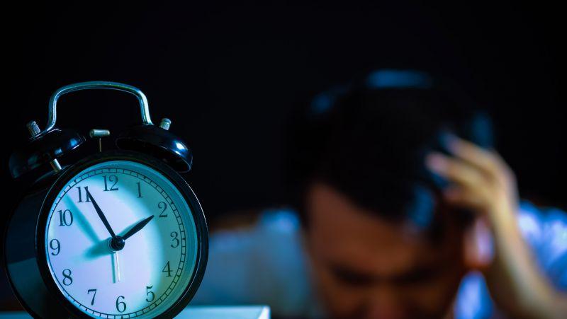 经常失眠半夜惊醒是什么情况?能自愈吗?