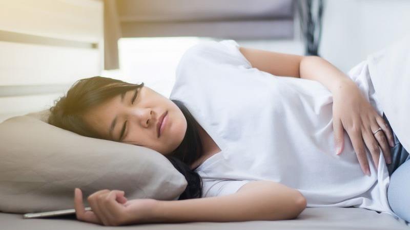 睡觉时突然抖一下的原因