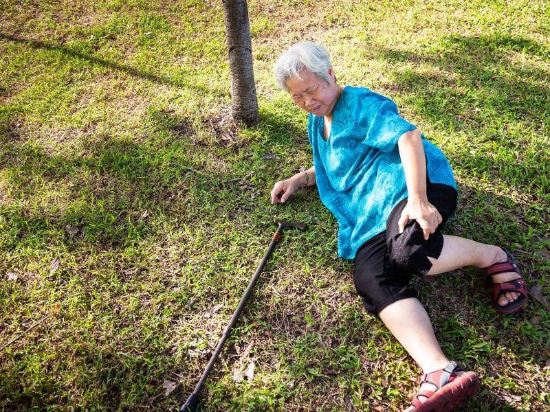 老年骨折能要命,做3件事,骨骼强健骨头年轻10年