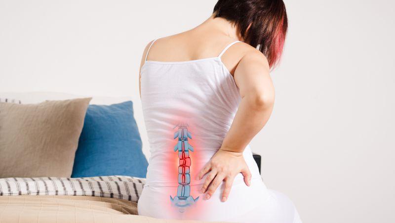 哪些行为容易损害脊柱健康?