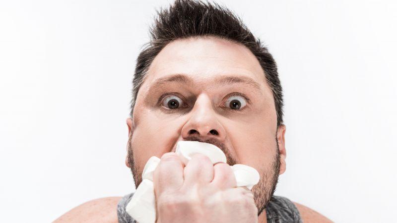 肚子吃撑嘴巴还想吃,是胃口好?一般和3个因素有关,要避免