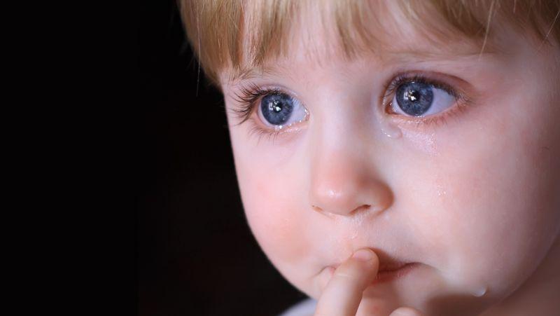 婴儿肠绞痛是怎么回事?医生坦言:多是这些原因导致