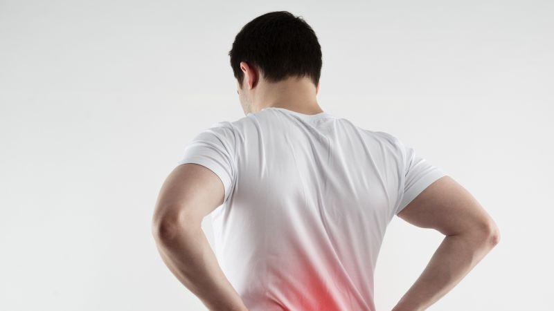 两小伙敷中药治腰疼,1周后皮肤溃烂!治疗腰椎间盘突出得这么做