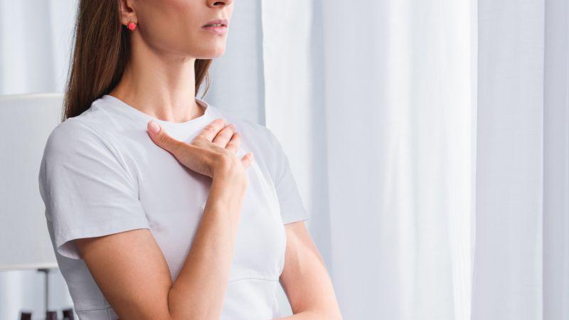 女性右胸下方肋骨疼痛是怎么回事
