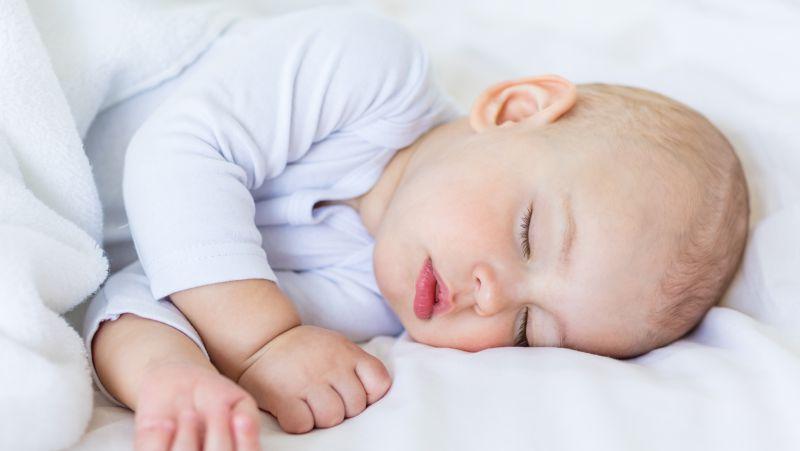 小孩睡觉流口水是病吗